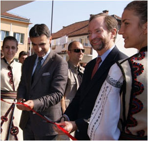 Mayor Zdravko Krsmanovic with U.S. Ambassador Moon at the Inauguration of the Primary School Pilot Project in Tuzla, May 2012